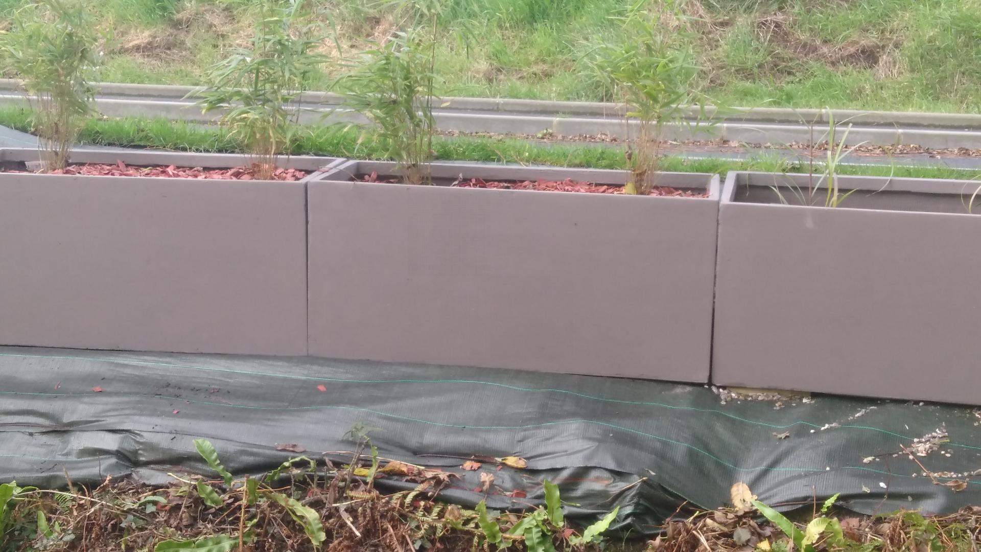 Bac plantes en fibre de terre taupe - Jardiniere en fibre de terre ...