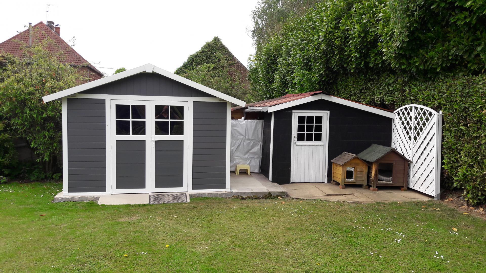 abri de jardin en pvc 11 2m deco gris fonc et blanc grosfillex. Black Bedroom Furniture Sets. Home Design Ideas