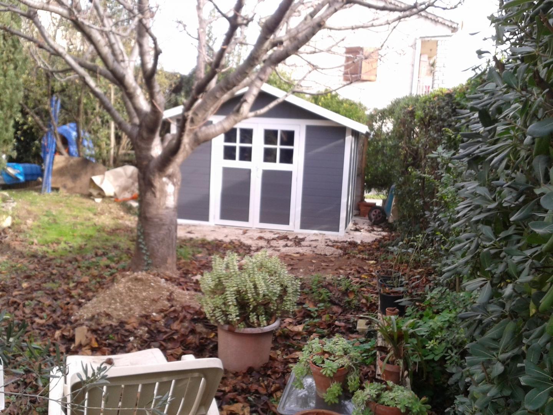 Abri de jardin en pvc 7 5m deco gris fonc et blanc for Jardin 7 17