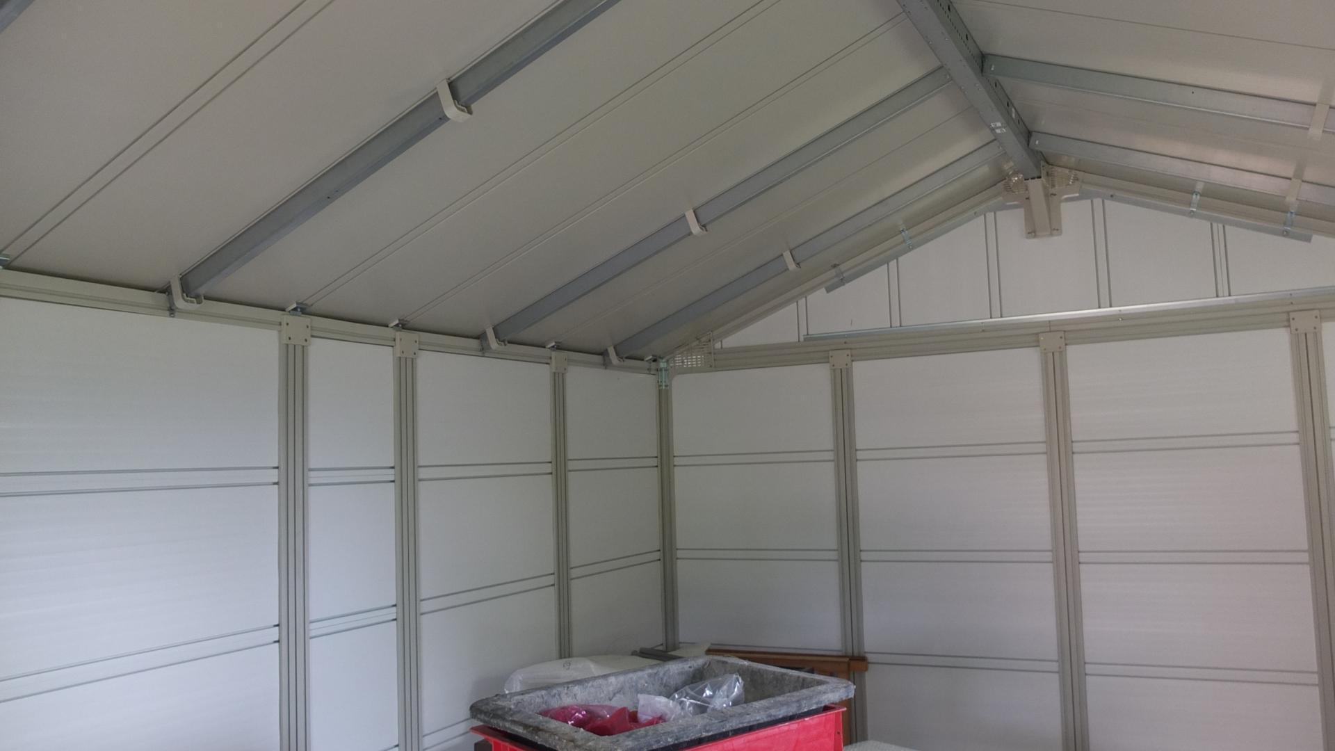 Abri de jardin en pvc 11 2m deco blanc et gris vert for Abri de jardin en kit