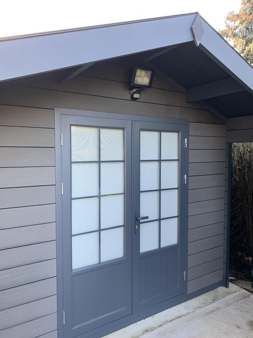 Abri De Jardin Composite abri de jardin composite gris foncé 9m² porte alu woodlife