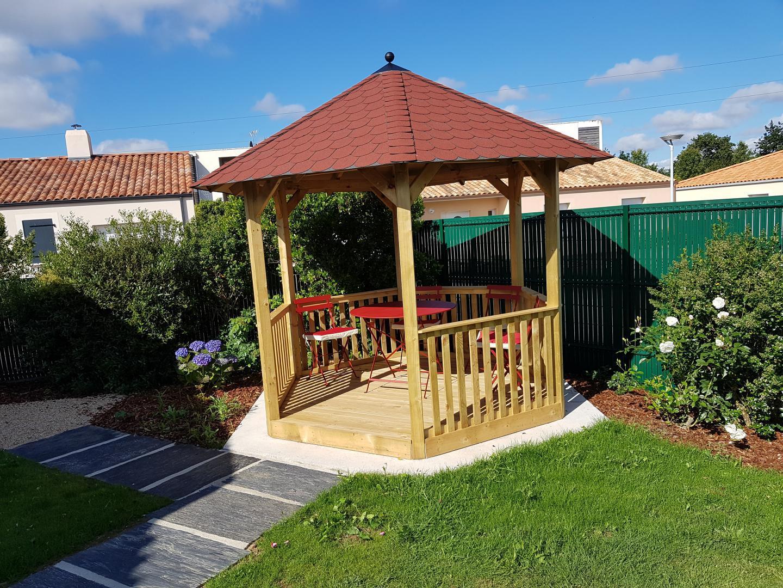 Kiosque En Bois Hexagonal kiosque hexagonal madrid avec plancher et balustrade karibu